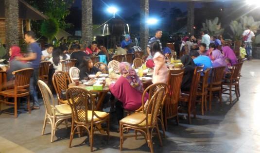 tempat makan keluarga di bandung